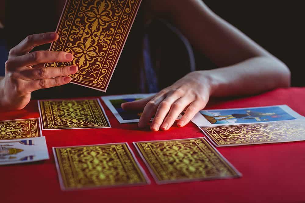 Cosa fare quando ti stanno leggendo le carte!